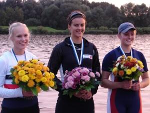 Judith Sievers (Mitte) mit Rona Schulz (Kiel, li) und Luisa Neerschulte (Oldenburg, re)
