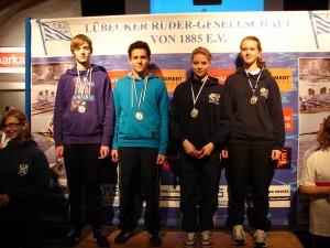 Sieger in der Kinderstaffel: von links Max Schock, Immanuel Amenu, Marie Rose, Sarah Teschner