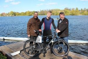 Sandro Brehmer mit seinem neuen Fahrrad
